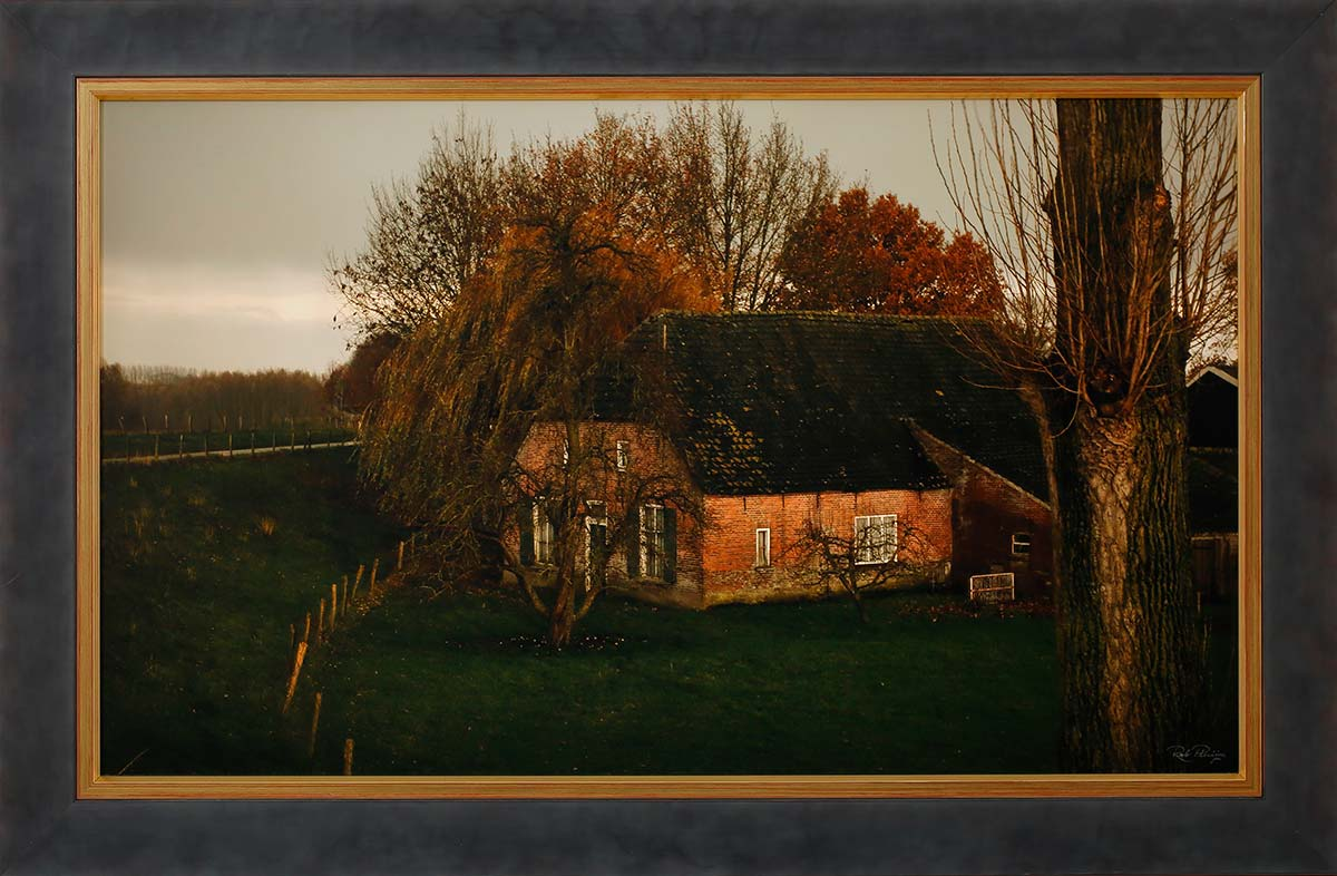 "Old farmhouse: Fine art print 75x45cm. Including frame 88x58cm. With ""Image clear glass""Edition 1 out of 10. Including numbered certificate. € 475,-"